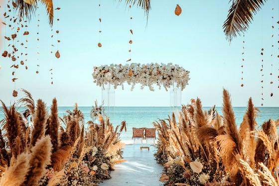 Cưới ở Nam Phú Quốc- bạn chọn không gian cổ tích lãng mạn hay sang trọng hiện đại? ảnh 8