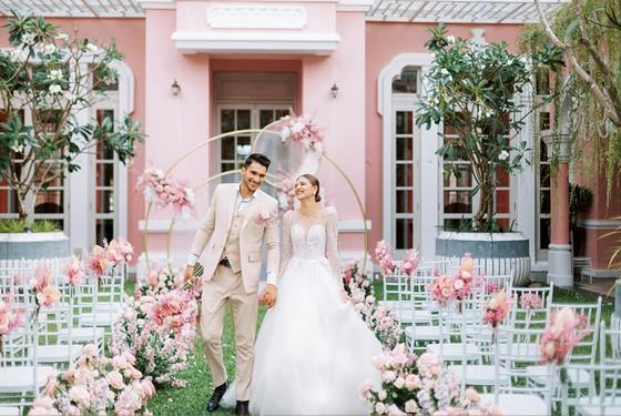 Cưới ở Nam Phú Quốc- bạn chọn không gian cổ tích lãng mạn hay sang trọng hiện đại? ảnh 6