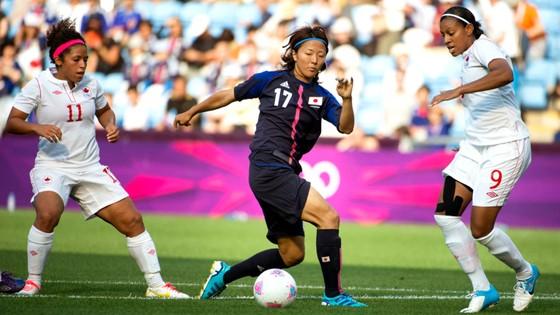 Yuki Nagasato (17) trở thành nữ cầu thủ Nhật Bản đầu tiên thi đấu cùng các nam đồng nghiệp