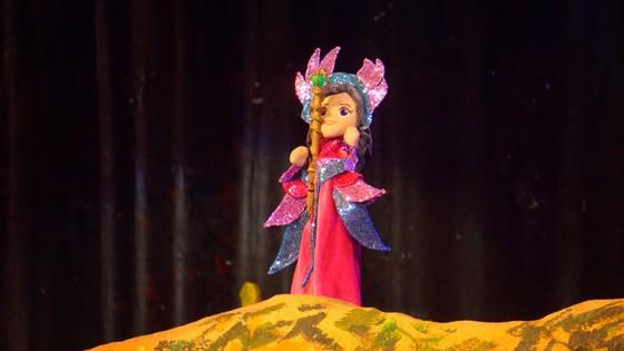 Tặng trẻ em nghèo vé xem miễn phí kịch rối Công chúa tóc mây  ảnh 4