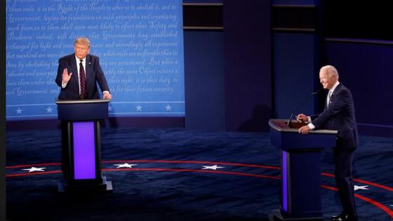 Trump - Biden trong cuộc tranh luận trực tiếp đầu tiên: 'Kẻ tám lạng, người nửa cân' ảnh 2