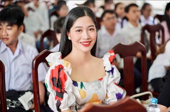 Bộ ảnh của hai thí sinh Hoa hậu Việt Nam là tiếp viên hàng không  ảnh 13