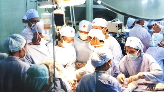 Dấu ấn y tế Việt Nam qua những ca đại phẫu thuật - Bài 2: 15 giờ làm nên kỳ tích ảnh 2