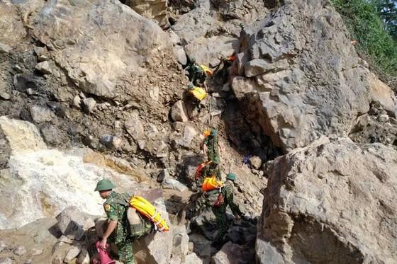 Tìm thấy thêm 2 thi thể nạn nhân trong vụ sạt lở đất tại Phước Sơn, Quảng Nam ảnh 1
