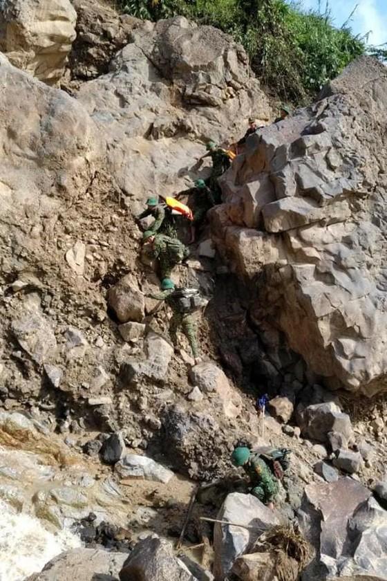 Tìm thấy thêm 2 thi thể nạn nhân trong vụ sạt lở đất tại Phước Sơn, Quảng Nam ảnh 2
