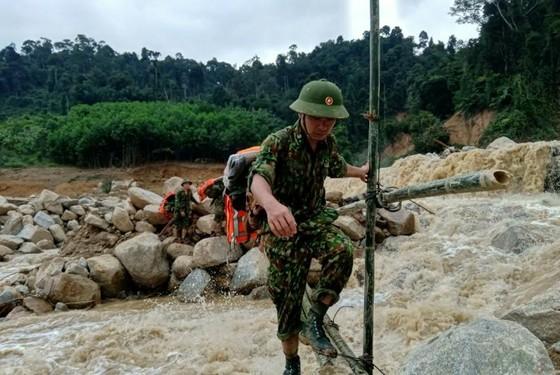 Tìm thấy thêm 2 thi thể nạn nhân trong vụ sạt lở đất tại Phước Sơn, Quảng Nam ảnh 4