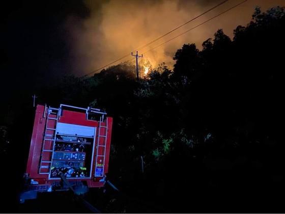 Thừa Thiên - Huế cùng lúc xảy ra nhiều vụ cháy rừng ảnh 4