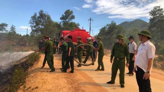 Thừa Thiên - Huế cùng lúc xảy ra nhiều vụ cháy rừng ảnh 6