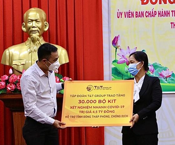 T&T Group trao tặng 140.000 bộ kit test nhanh Covid-19 và 150 tấn gạo hỗ trợ một số tỉnh phía Nam chống dịch ảnh 1