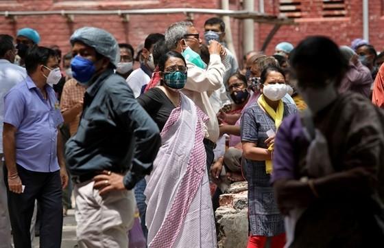 Giữa 'bão' COVID-19, nhà virus học hàng đầu Ấn Độ bất ngờ từ chức - 1