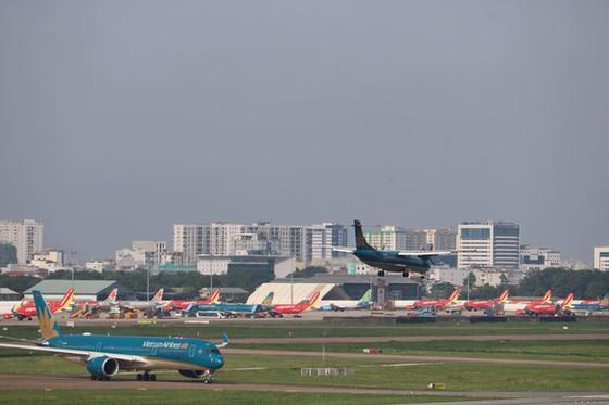 Có nên 'thả nổi' giá vé máy bay để các hãng tự quyết định? ảnh 1