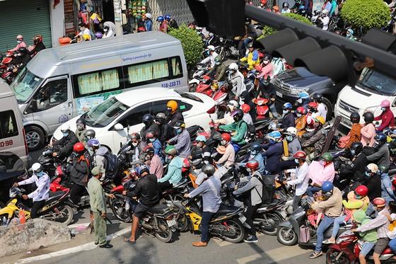 TS Trần Hoàng Ngân: 'Tăng tỷ lệ điều tiết cho TPHCM, Trung ương sẽ có nhiều tiền hơn' ảnh 1