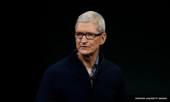Tim Cook, CEO Apple lần đầu tiên phải hầu toà ảnh 1