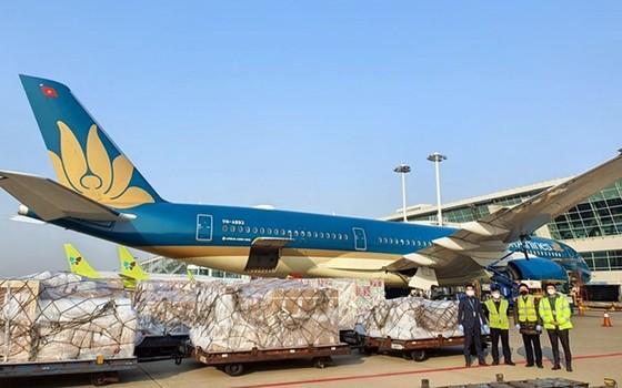 'Vua hàng hiệu' Johnathan Hạnh Nguyễn vào cuộc, vận tải hàng hóa hàng không bắt đầu nóng? ảnh 1