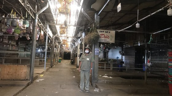 Hoa không bán được, Lâm Đồng kêu cứu, TPHCM phải mở cửa chợ Đầm Sen ảnh 1