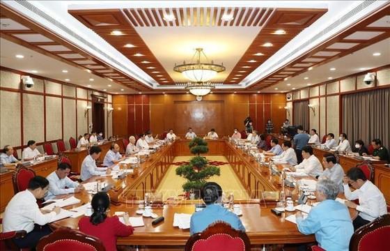 Bộ Chính trị cho thí điểm hộ chiếu vaccine với khách quốc tế đến Phú Quốc ảnh 1