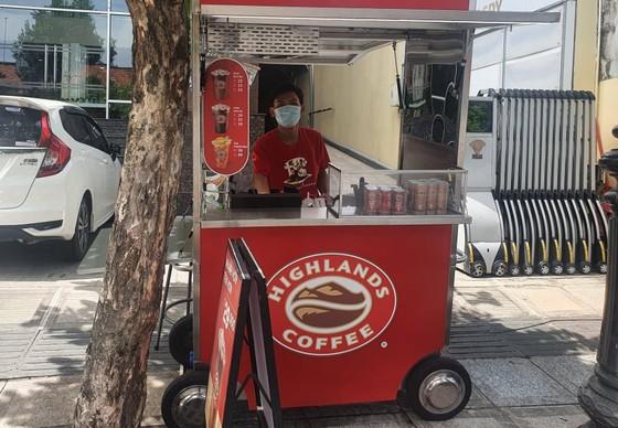 Đại gia chen chân đi bán cà phê, nhiều ông lớn chọn đẩy xe ra vỉa hè tìm khách ảnh 3