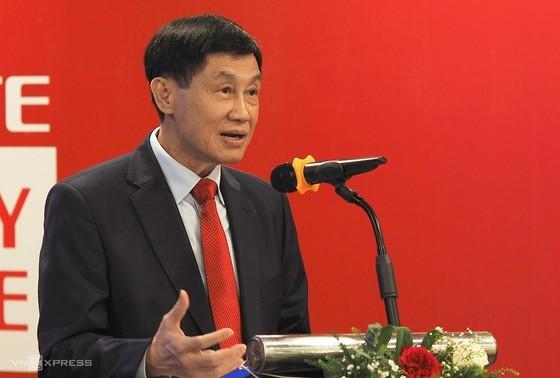 Ông Johnathan Hạnh Nguyễn: 'Tôi không muốn chỉ ngồi một chỗ bán hàng hiệu' ảnh 1