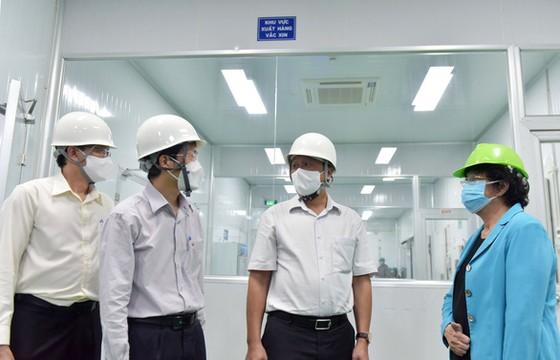Khoảng 500 công nhân Khu công nghệ cao TPHCM tiêm khởi động chiến dịch vaccine 836.000 liều ảnh 1