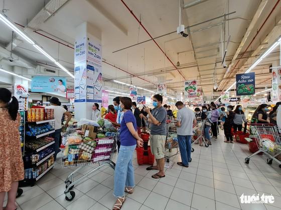 Đi siêu thị BigC Trường Chinh mua đồ 15 phút, đợi tính tiền gần 2 tiếng, vừa mệt vừa run ảnh 3