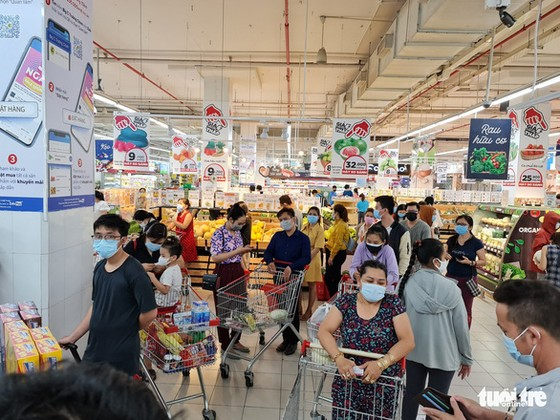 Đi siêu thị BigC Trường Chinh mua đồ 15 phút, đợi tính tiền gần 2 tiếng, vừa mệt vừa run ảnh 1