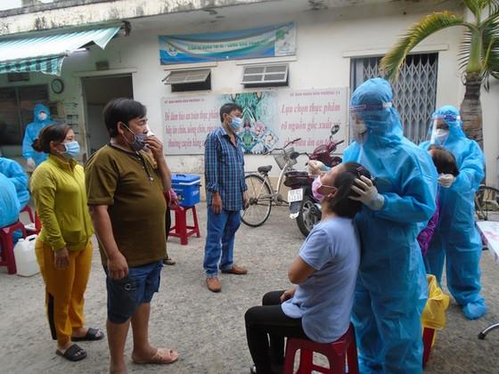 Chủ tịch UBND TPHCM: Nghiên cứu cho tiểu thương chợ truyền thống bán luân phiên ảnh 1