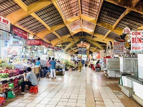 Tiểu thương ở chợ TPHCM phải ghi tên, số điện thoại của khách mua hàng ảnh 1