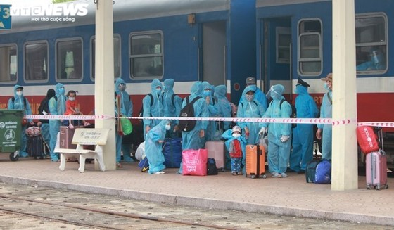 Để người ngoại tỉnh yên tâm ở lại TPHCM: Vaccine, lương thực, việc làm, chỗ ở ảnh 2