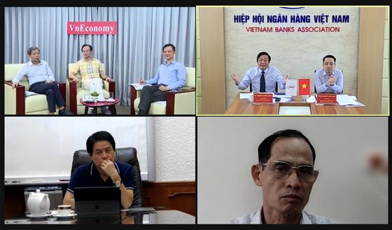 """Đối thoại chuyên đề""""Gói hỗ trợ lãi suất: Vốn phải đến đúng đích"""" do Tạp chí Kinh tế Việt Nam/VnEconomy tổ chức tối 25/9."""