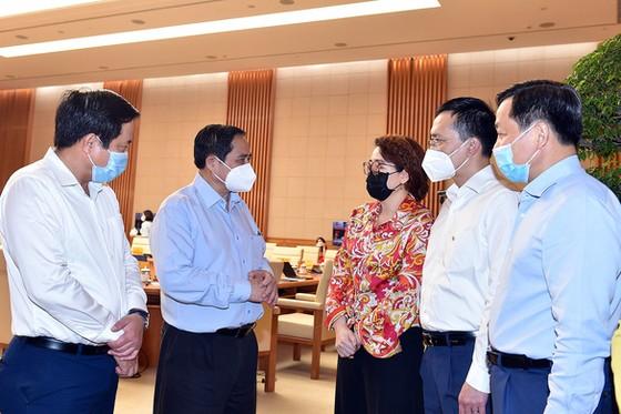 Thủ tướng họp với các doanh nghiệp, tìm giải pháp gỡ khó sau đại dịch Covid-19 ảnh 1