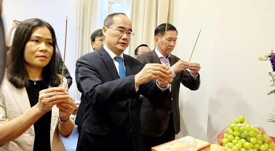 Bí thư Thành ủy TPHCM Nguyễn Thiện Nhân mong muốn tìm cách phát triển TPHCM nhanh, bền vững ảnh 1