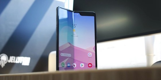 8. A few days later, Samsung officially delayed the Galaxy Fold. A new release date was expected in the following weeks, but it never came.