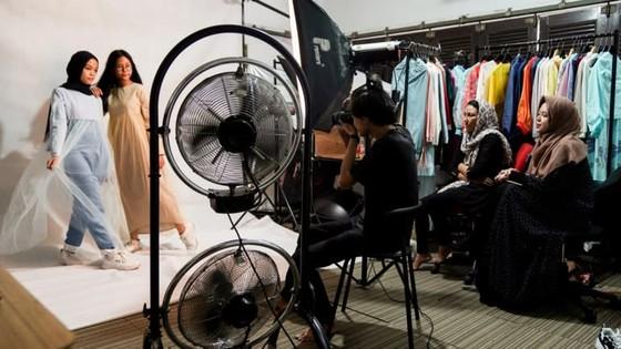 Indonesia seeks lead in global modest-fashion industry ảnh 6