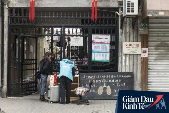 Hành trình gian nan quay lại làm việc của lao động Trung Quốc sau dịch: Cách ly mà không được báo trước, xếp hạng, chứng nhận sức khoẻ bằng mã QR, phải có giấy phép ra vào thành phố - Ảnh 1.