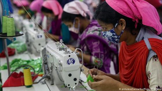 Lao động ngành công nghiệp thời trang bị lãng quên vì đại dịch Covid-19: Chúng tôi quả thật trắng tay rồi - Ảnh 2.