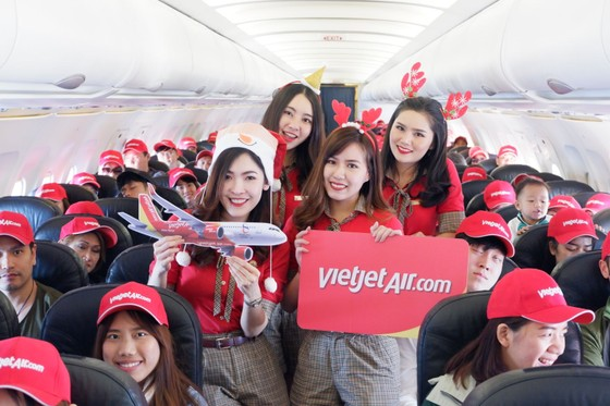 Vietjet is the first airline to return to Phuket airport on 13 June 2020 ảnh 2