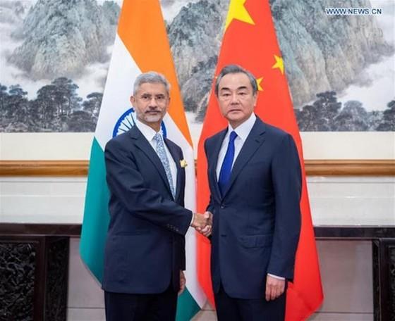 Ngoại trưởng Trung - Ấn thẳng thừng đổ lỗi, chỉ trích nhau về xung đột biên giới - 1
