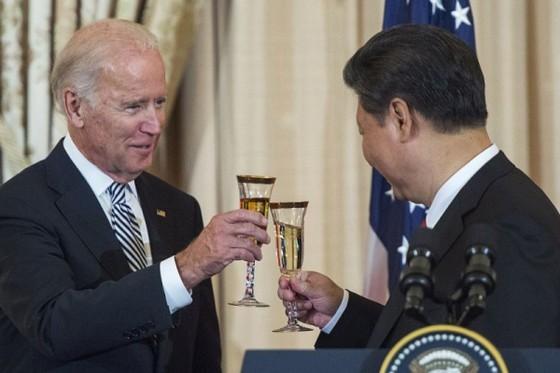 Cựu Phó Tổng thống Joe Biden và Chủ tịch Trung Quốc Tập Cận Bình tại Bộ Ngoại giao Mỹ ở Washington DC ngày 25/9/2015. Ảnh: AFP