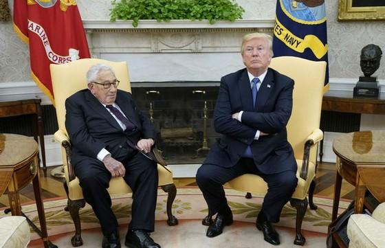 """Ông Trump bất ngờ bãi chức cố vấn chính sách Quốc phòng của Henry Kissinger và một số """"nguyên lão"""" ảnh 2"""