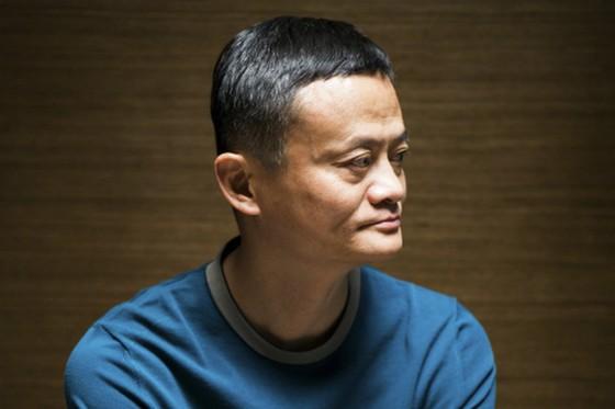 Giữa tâm bão, tỷ phú Jack Ma im hơi lặng tiếng suốt hơn 2 tháng, dẫn đến tin đồn ông bị bắt.