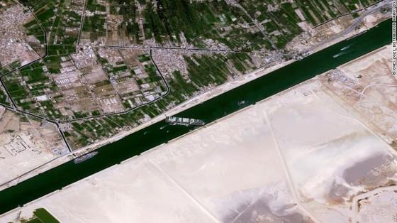 Tàu kẹt ngang kênh đào Suez: Chưa biết phải nằm mấy tuần nữa - ảnh 5