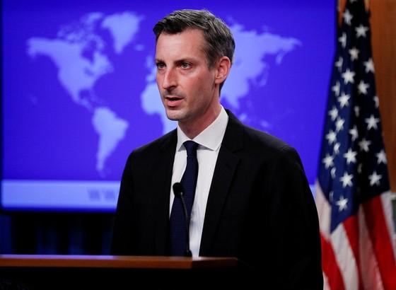 Mỹ xem xét bỏ trừng phạt để Iran quay lại thỏa thuận hạt nhân - ảnh 1
