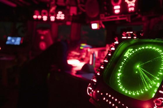 14 UFO bí ẩn xuất hiện trên vùng biển Mỹ, dân tình đặt ra đủ loại giả thuyết điên rồ - Ảnh 1.