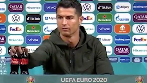 Hành động phũ phàng của Ronaldo khiến nhà tài trợ Euro 2020 bốc hơi 93 nghìn tỷ đồng - Ảnh 1.