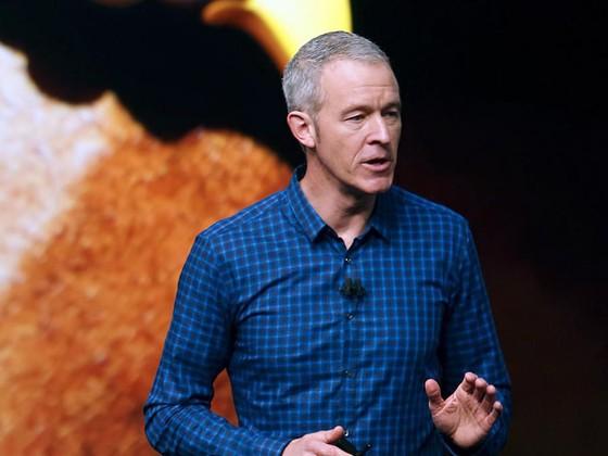 Jeff Williams, COO của Apple - Ảnh: AP