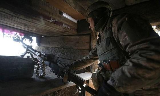 Ukraine bất ngờ tấn công dữ dội lực lượng dân quân miền Đông ảnh 12