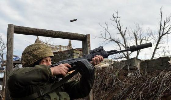 Ukraine bất ngờ tấn công dữ dội lực lượng dân quân miền Đông ảnh 16