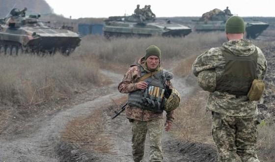 Ukraine bất ngờ tấn công dữ dội lực lượng dân quân miền Đông ảnh 5