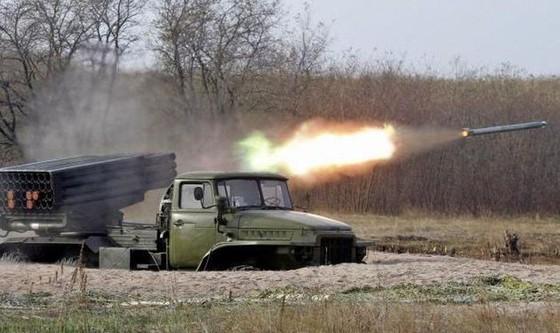 Ukraine bất ngờ tấn công dữ dội lực lượng dân quân miền Đông ảnh 1
