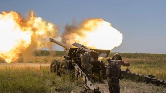 Ukraine bất ngờ tấn công dữ dội lực lượng dân quân miền Đông ảnh 3